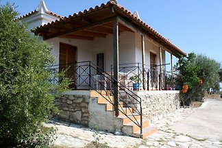 Holiday home in Peroulia