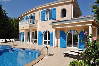 Fantastic 4-bedrooms villa with private pool. Rent an Eco-friendly villa in Bulgaria.