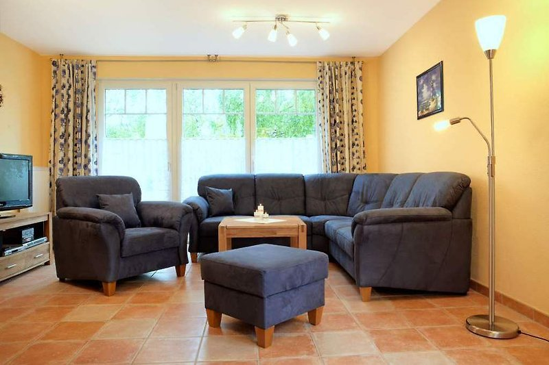 Das Wohnzimmer mit großzügigem Sitzplatzangebot