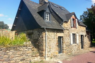 Charming, very comfortable stone house for 6 people, with fireplace, WiFi, 17km v. GRANVILLE, near Mont St Michel, with large, fenced garden