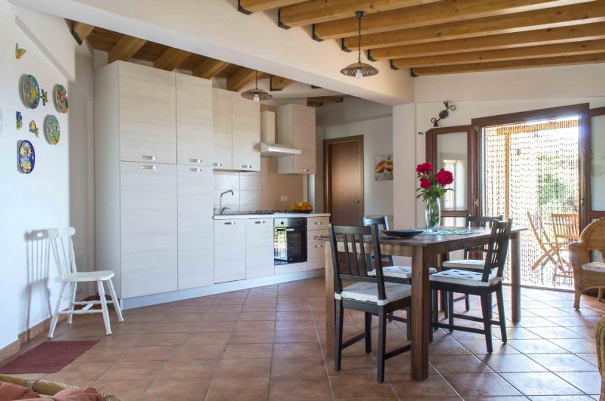 Tico villa con jard n junto al mar casa de vacaciones for Apartamentos villa jardin cambrils
