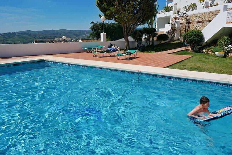 Pool (10x6m)