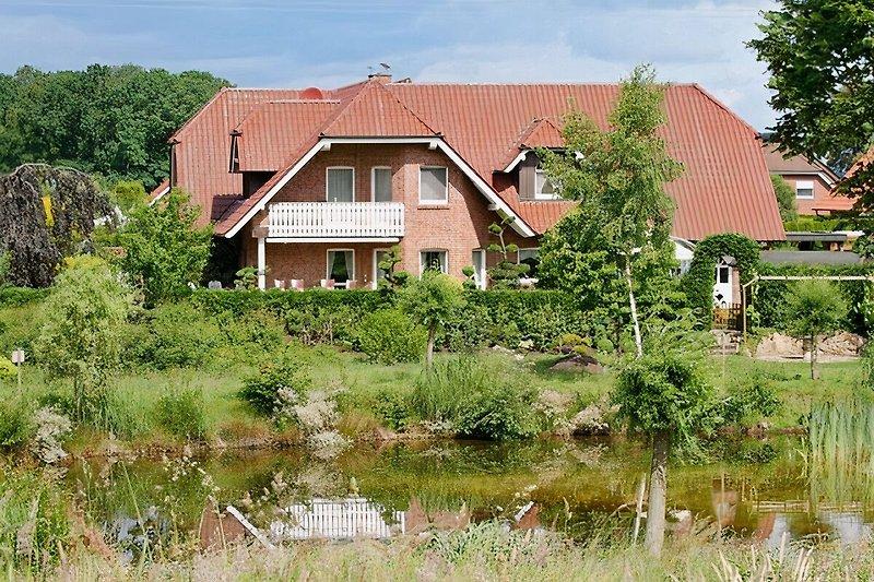 Blick v. Kanal aufs Haus