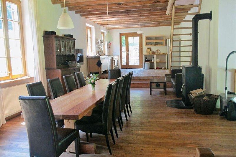 Offene gut ausgestattete Küche im 1ten Obergeschoss
