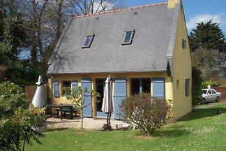 Einfamilienhaus mit Garten in Plougrescant, Bretagne