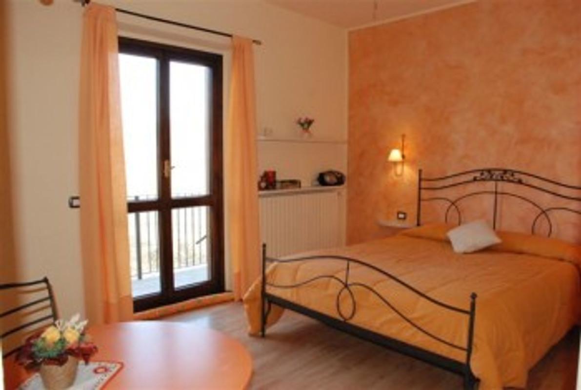 Agriturismo fano 39 s farm vakantie appartement in suno huren - Colore per casa interno ...