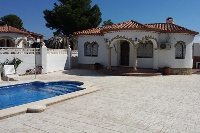 Villa toni con piscina privada para 6 casa de vacaciones for Casas con piscina privada para vacaciones