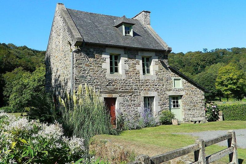 Historische Mühle Ferienhaus B1390 Saint-Clet-ba