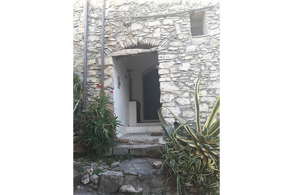 Casa Gardenia en Diano San Pietro - imágen 1