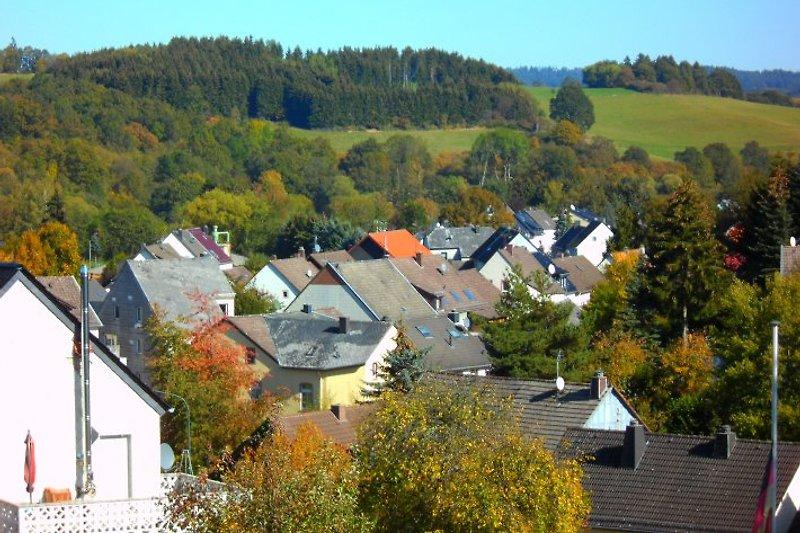 Blick von der Terrasse auf den Ort