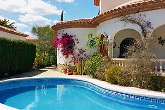 Well maintained villa with large private pool, plenty of space for a beautiful sunny getaway.