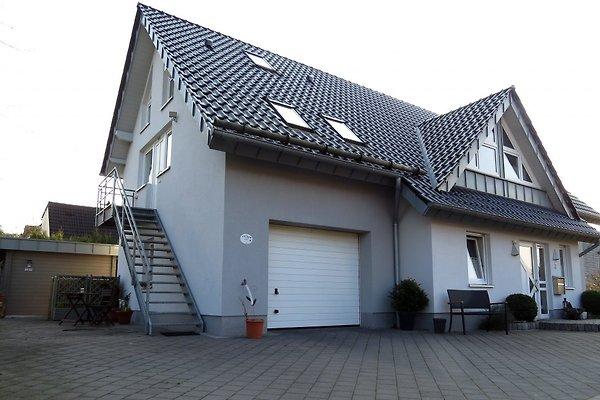 Das Wohnhaus / Links der Eingang mit PKW Stellplatz