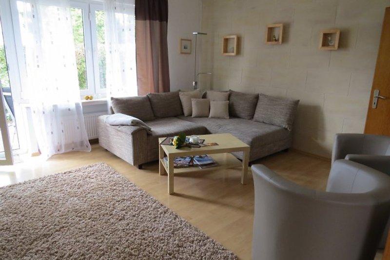 Das Wohnzimmer: Gemütliche Eckgarnitur zum Wohlfühlen und Entspannen