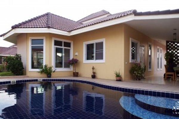 Ansicht Villa vom Pool