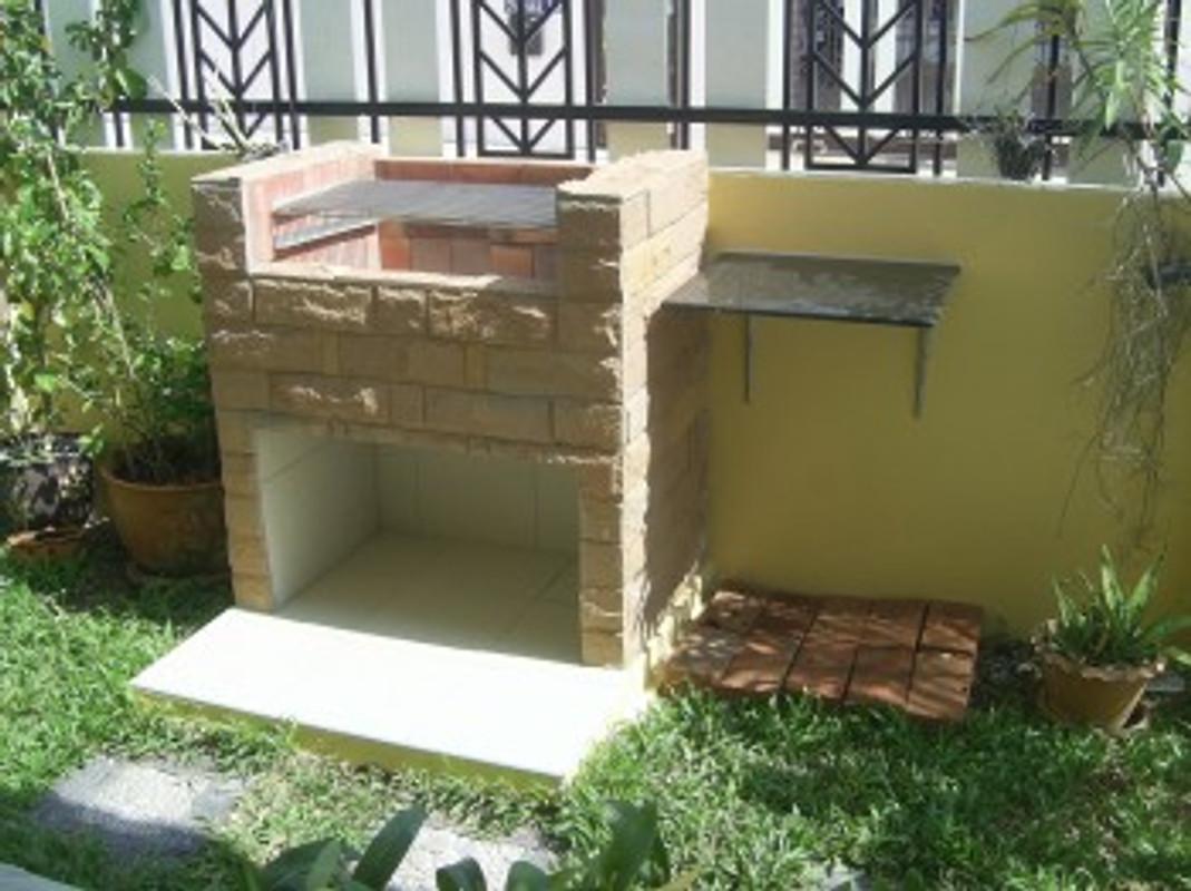 Poolvilla lalita ferienhaus in pattaya mieten for Gemauerter grill