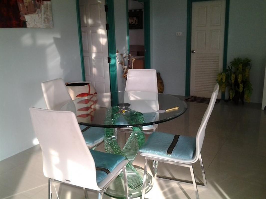 poolvilla lalita ferienhaus in pattaya mieten. Black Bedroom Furniture Sets. Home Design Ideas