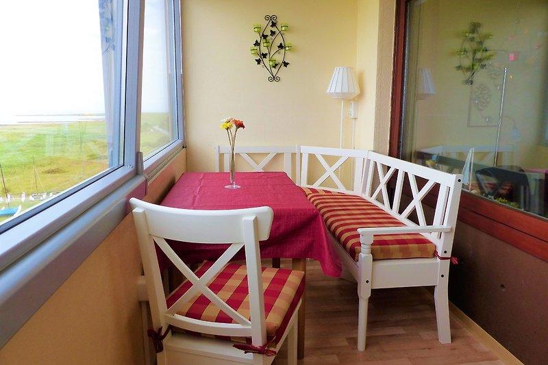 Sitzplatz auf der Loggia mit Blick auf das Wattenmeer