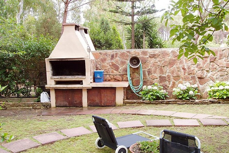 Garten mit Grillkamin