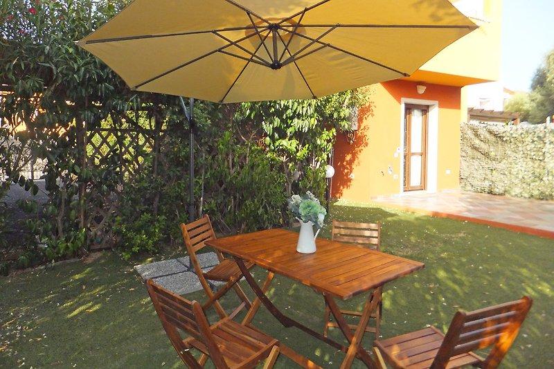 Möblierter Garten + Terrasse