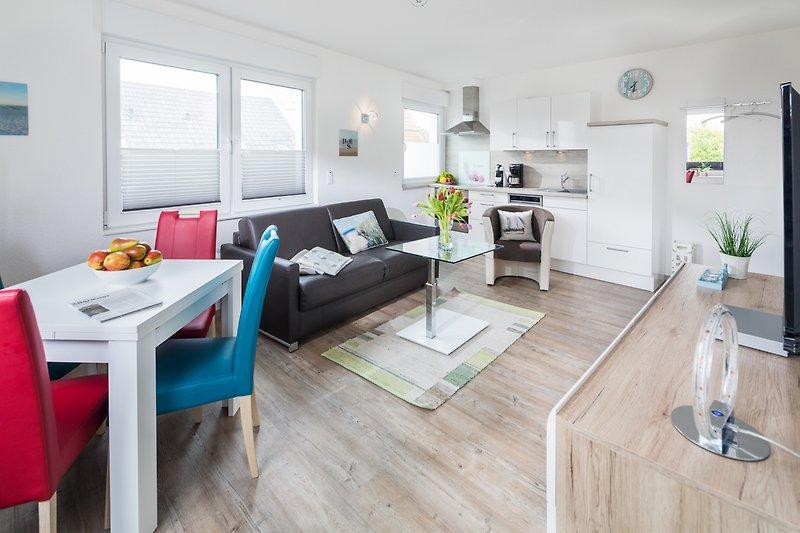 moderner Wohnraum mit Küchenzeile