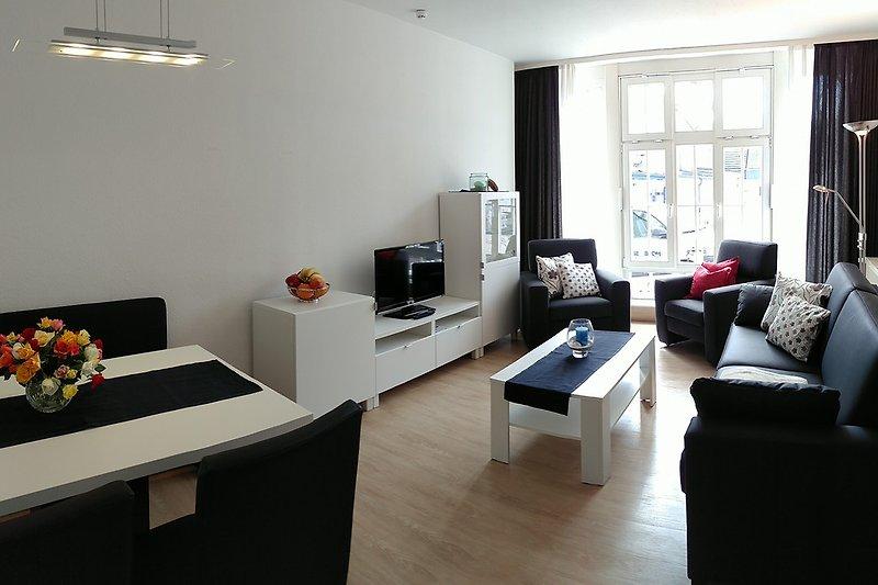 moderner, heller Wohnbereich