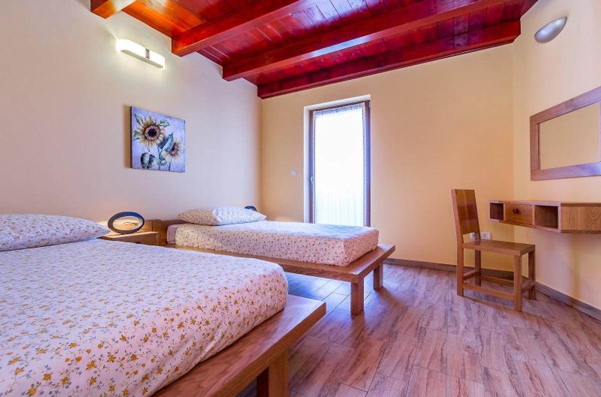 Appartamenti croazia casa vacanze in pola affittare for Camere croazia