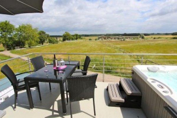 Unverbaute Aussicht vom Sonnnbalkon incl. Außenwhirlpool (ganzjährig auf 38° beheizt), hochwertigen Gartenmöbeln & Grill genießen