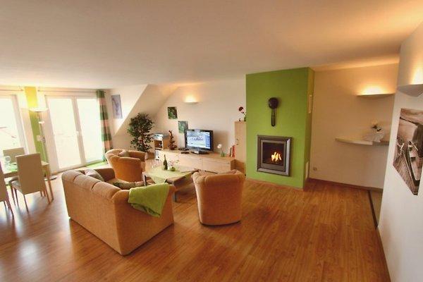 Wohnbereich mit Full-HD-TV + SKY