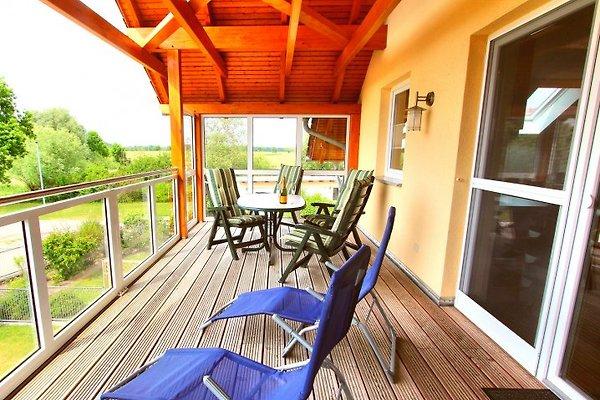 Überdachter Balkon mit E-Grill
