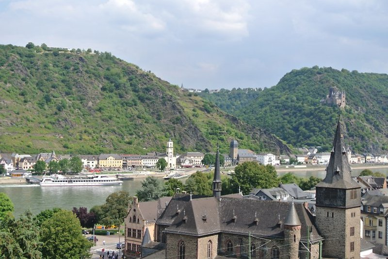Blick auf Stadt St.Goar, St.Goarshausen und Burg Katz