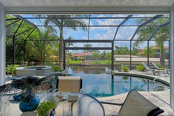 Premium Villa PALM RESIDENCE in Cape Coral - picture 1