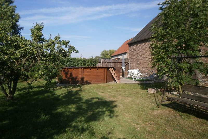 Holzpool im Garten (4,5 x 4,5 m)