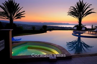 ELITE, SPECTACULAR VILLA, SLEEPS 14