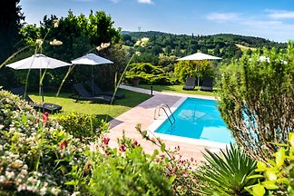 Idyllic estate with pool in a splendid panoramic position in the heart of Tuscany. A small family business. Pet allowed.