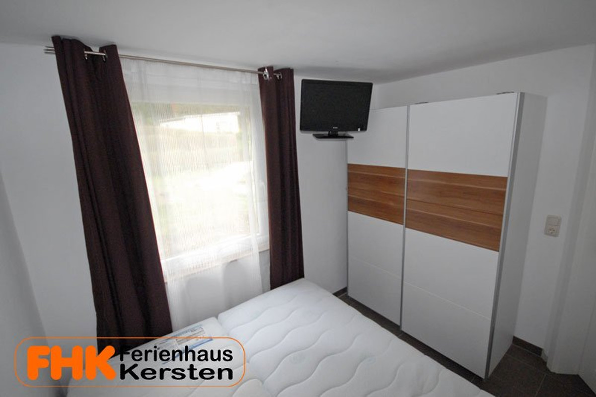 ferienhaus kersten direkt am see ferienhaus in weberin. Black Bedroom Furniture Sets. Home Design Ideas