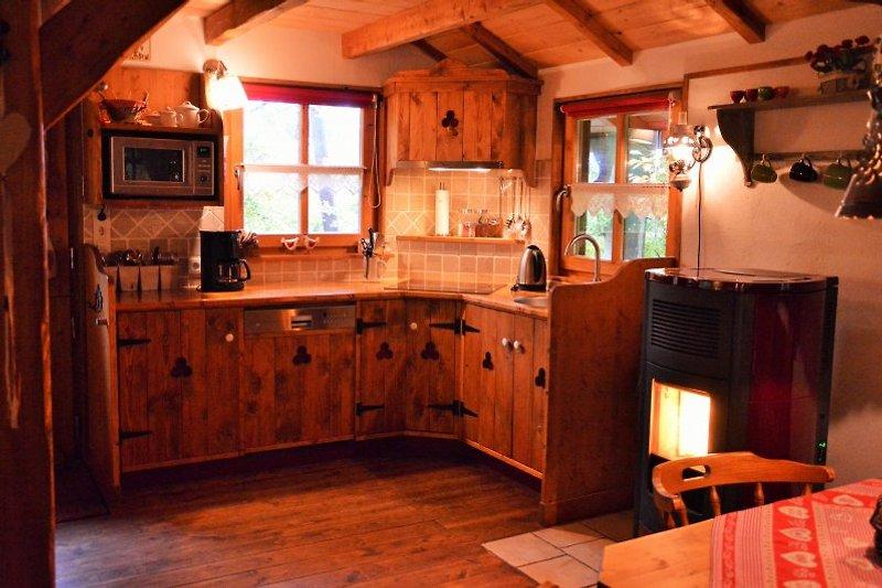 Handgefertigte Küche, incl. Spülmaschine und Kombi-Ofen