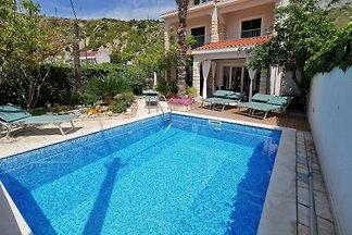 Villa Vojnovic mit Pool am Strand