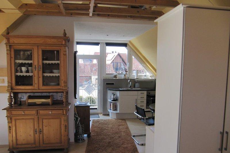 Blick in die Küche und Eingangsbereich