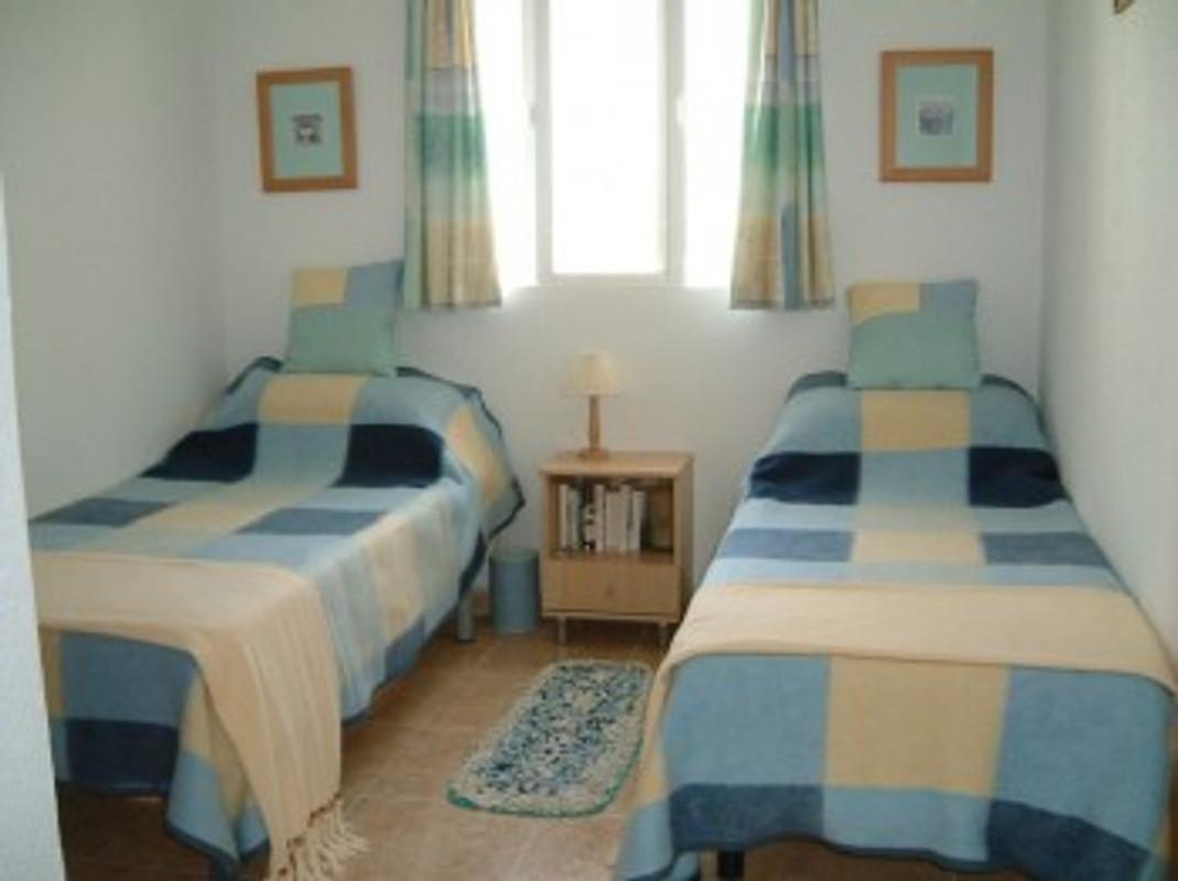 Cottage 3 slaapkamer villa met prive zwembad vakantiehuis in chiclana la barrosa huren - Slaapkamer met doucheruimte ...