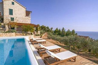 Amazing view eco-friendly villa