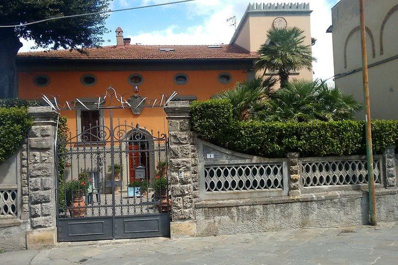 der Eingang zur Villa