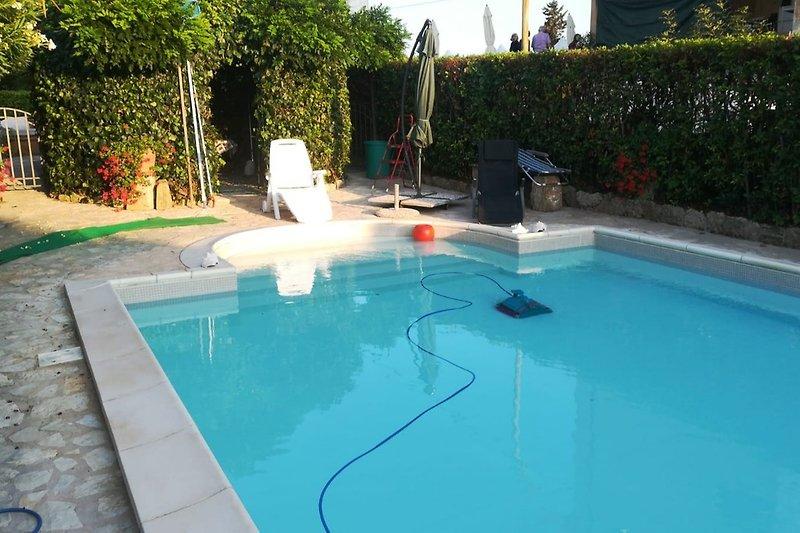 der große exklusive Pool