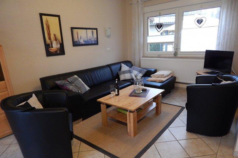 Wohnbereich mit großer Couch