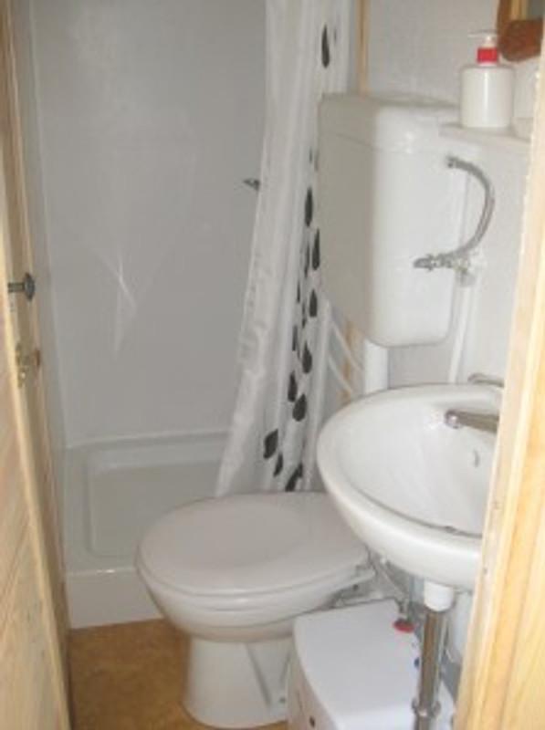 Ein Duschbad Mit WC Auf Kleinstem Raum Ist Möglich.
