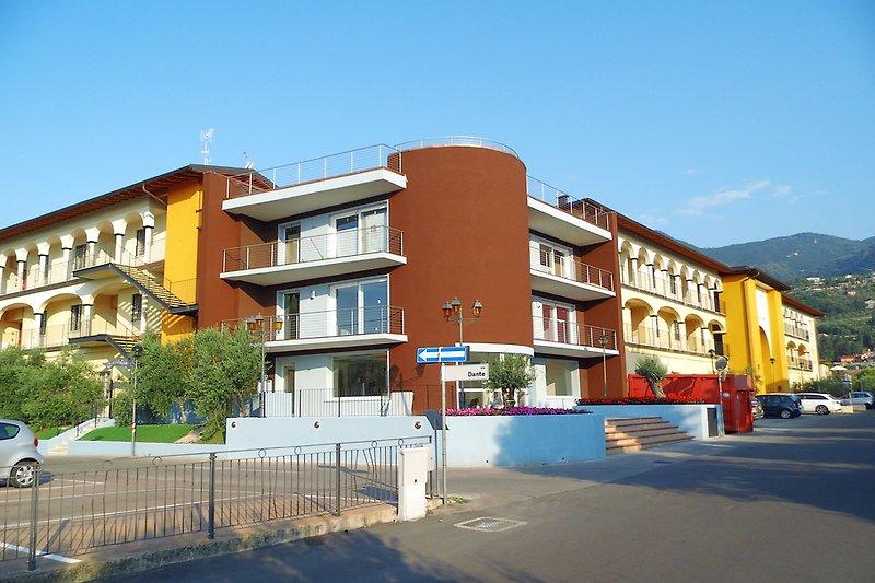Ecke mit Seitengebäude