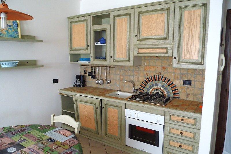 Küche im Wohnraum.