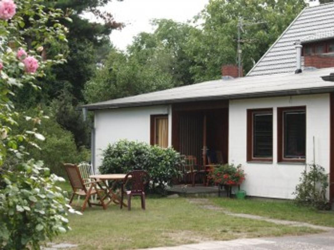 haus a wassergrundst ck m boot ferienhaus in wernsdorf mieten. Black Bedroom Furniture Sets. Home Design Ideas