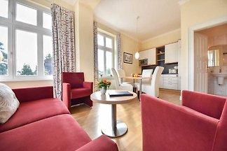 Dieses gemütliche, 40 m² große 2-Zimmer Appartement ist geschmackvoll eingerichtet und befindet sich im Hochparterre der Villa.