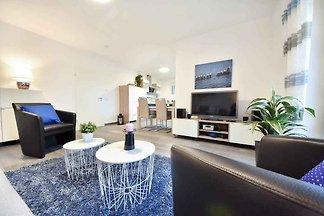 Idyllisch und ruhig in einer Ferienhaussiedlung gelegen, bietet das Haus perfekte Ausgangsmöglichkeit.
