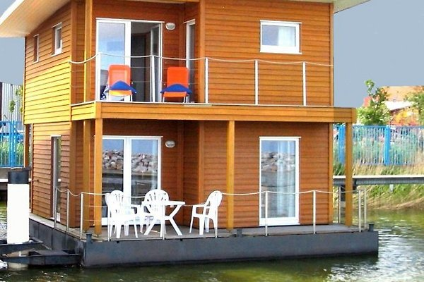 FLOATING HOUSE en Barth - imágen 1